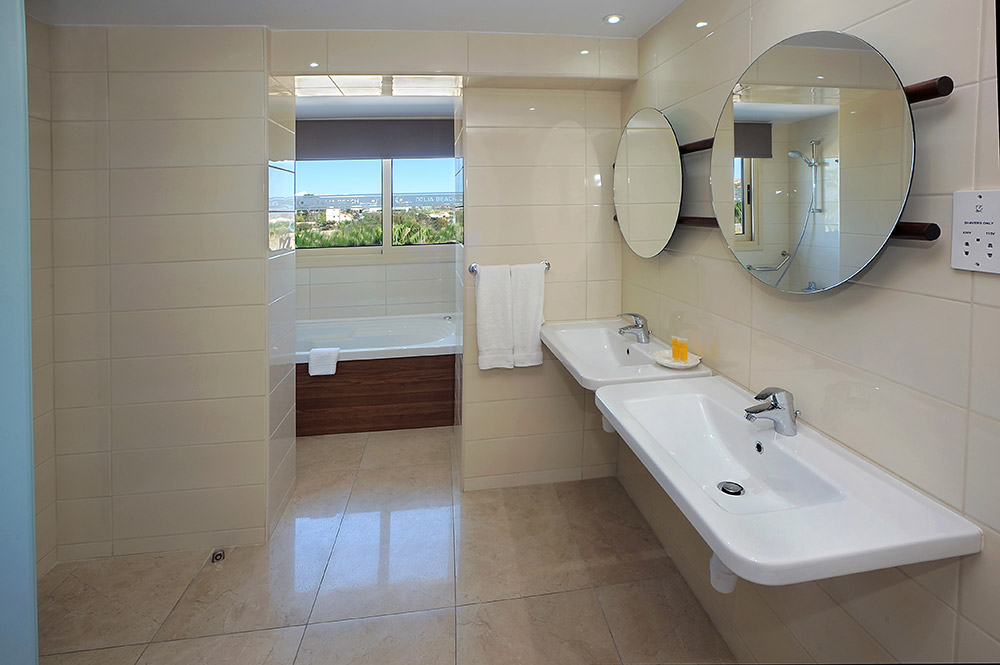 Junior Suite Sea View with Spa Bath